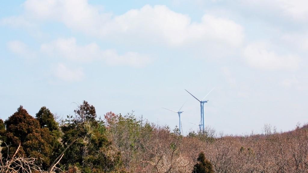 北潟湖周辺にそびえる風力発電所