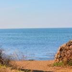石垣の向うは日本海